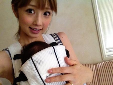 小倉優子さんも愛用していた新生児から使えるベビービョルンの抱っこ紐